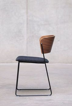 Collection of industrial design inspiration and resources. - Take a seat - Chair Design Minimalist Furniture, Minimalist Decor, Minimalist Design, Modern Furniture, Home Furniture, Furniture Design, Furniture Ideas, Furniture Stores, Luxury Furniture
