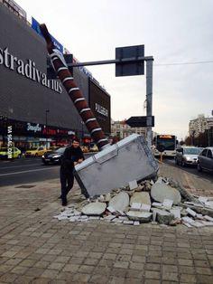 Thor's hammer in Romania, Bucharest