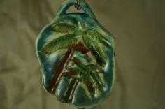 Dije cerámica esmaltada con motivo de palmeras cocoteras del Pacífico mexicano de vitrumkaleidos en Etsy