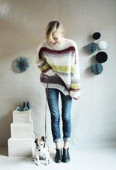 Oversized striped jumper over skinny jeans--nice!