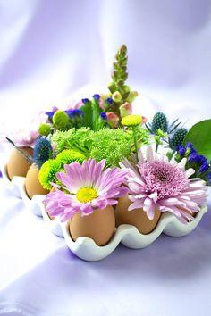 eggshll vase for table