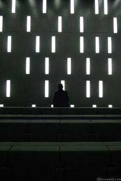 rhytm Black Architecture, Architecture Details, Interior Architecture, Building Architecture, Museum Lighting, Arch Light, Unusual Buildings, Zaha Hadid Architects, Auditorium