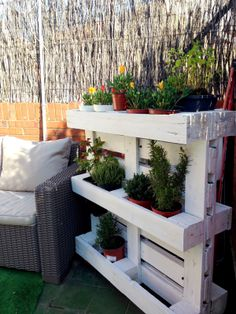 Small garden balcony terrace jardiniere wood palette to manufacture - woode Recycled Pallets, Wooden Pallets, Wooden Diy, Diy Wood, Pallet Furniture, Garden Furniture, Potager Palettes, Z Palette, Garden Deco