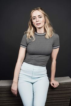 Natural beauty Emily Blunt nails low-key chic at SXSW Festival Fashionista: Emily showcased her low-key sartorial prowess for the event as she worked her… Emily Blunt, Prettiest Actresses, Beautiful Actresses, Beautiful Female Celebrities, Gorgeous Women, Belle Nana, Hollywood, Lady, Sexy Women