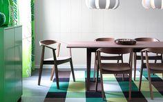 STOCKHOLM bord med stoler, alt i valnøttfiner med plass til 6–9, STOCKHOLM grønt skap med dører/skuffer