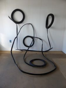 Line play, two tires can make a lot of various art forms and instalations artist Mo Flodin Outdoor Sculpture, Sculpture Art, Sculptures, Tire Art, Trash Art, Tyres Recycle, Scrap Metal Art, Recycled Materials, Art Forms