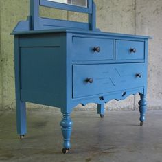 Dream vanity. Except I'd like to be able to stick a little chair underneath.