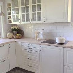 Blanco biselado bx - Fliser til kjøkken - Fliser, stein & tilbehør - MegaFlis. Home And Living, Kitchen Remodel, Kitchen Cabinets, New Homes, House, Home Decor, Bath, Ideas, White People