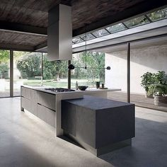 Minimalist Home Interior Kitchen Cabinet Styles, Modern Kitchen Cabinets, Modern Kitchen Design, Kitchen Furniture, Interior Design Living Room, Interior Livingroom, Furniture Plans, Kids Furniture, Black Kitchens