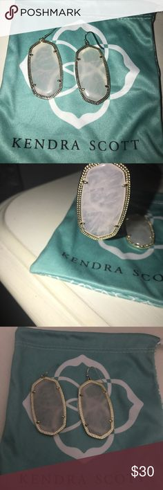 Kendra Scott earrings ! Light blush color They are awesome earrings very nice and elegant . I love them ! Just did not have outfits to where them with . Buy them now ! You'll love them ! Used 3 times Kendra Scott Jewelry Earrings