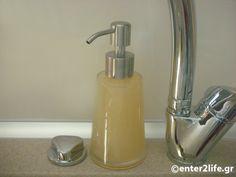 Σπιτικό υγρό σαπούνι για τα πιάτα για πλύσιμο στο χέρι – enter2life.gr Healthy Mind, Healthy Eating, Soap Dispenser, Clean House, Mother Nature, Sweet Home, Cleaning, Diy, Design