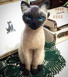 Needle felting wool cute animal cat Siamese (Via @atelierfuwafuwacat)