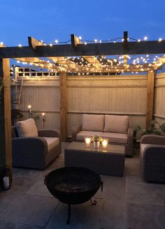 Rattan patio furniture with fairy lights pergola and fire pit. Garden Design, Small Backyard, Patio Furniture, Patio Design, Diy Patio, Pergola Lighting, Rattan Patio Furniture, Teak Patio Furniture, Back Garden Design