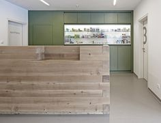 Lafta resepsjonsdisk (Medical practice in Ramsau by Hammerschmid Pachl Seebacher Architekten)