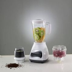 Today I give you the best Vitamix 750 vs a3500 Review We all know that blenders are very practical and useful equipment in the kitchen Smoothie Blender, Good Smoothies, Juice Blender, Smoothie Shop, Vitamix Blender, Anti Pickel Creme, Gastronomia, Blenders, Health Foods