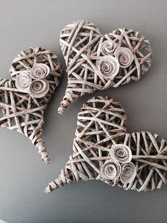Srdíčko malé - béžové / Zboží prodejce LivDeco | Fler.cz Straw Art, Straw Crafts, Diy And Crafts, Arts And Crafts, Newspaper Crafts, Paper Basket, Paper Jewelry, Paper Straws, Crafty Craft