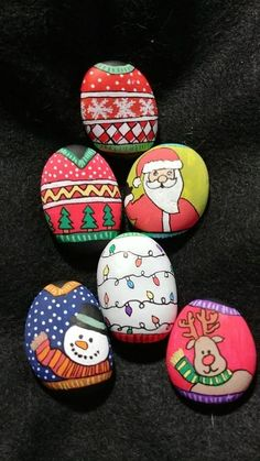 Painted rock ideas christmas 4 - Quick, Easy, Cheap and Free DIY Crafts Diy Christmas Garland, Christmas Rock, Christmas Crafts, Xmas, Christmas Ideas, Pebble Painting, Pebble Art, Stone Painting, Rock Painting Ideas Easy