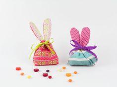 DIy Anleitung: Osterhasen Beutelchen nähen, für Geschenke // DIY tutorial: how to sew a gift sachet with easter bunny ears via DaWanda.com