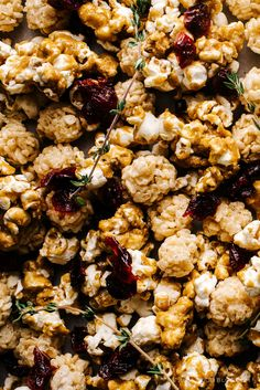 festive christmas popcorn and rice krispie mix - www.iamafoodblog.com