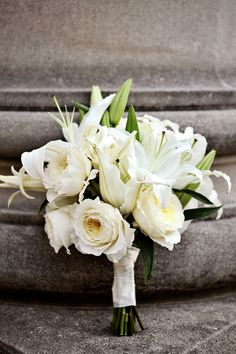 Loving this all-white bouquet.  Photography – Cathi Milanes of Milanes Photography