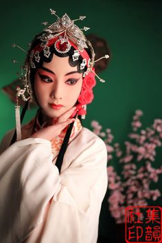 Chinese Demon, Chinese Opera, Chinese Art, Traditional Art, Traditional Outfits, Dragon Dance, Oriental Fashion, China, People Of The World
