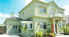 Fachada casa pintada por fuera de verde