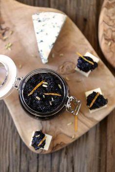 Recette de confiture d'olives noires, un délice étonnant et parfumé. Parfait pour accompagner un rôti, du fromage, du poisson ou en apéritif.