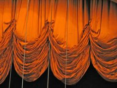 Le plus récent Images rideau theatre Concepts Stage Curtains, Valance Curtains, Draperies, Theatre Props, Theatre Stage, Stage Beauty, Theatre Design, Curtain Call, Stage Lighting