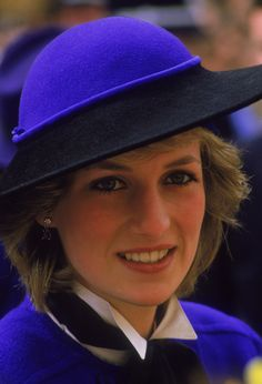 All alone with the Monarchy and the English walking dead against her she changed the world!!!!!!!!!!!!!!!!!! Brava Diana