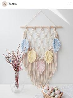 DIY wall decor trends 2021 - Fabric and Thread Macrame Wall Hanging Diy, Macrame Art, Macrame Projects, Macrame Knots, Crochet Wall Hangings, Doilies Crafts, Diy Crafts Hacks, Macrame Design, Macrame Tutorial