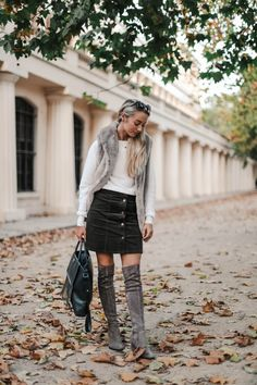 How to style Over the Knee boots Casual Outfits For Moms, Casual Winter Outfits, Autumn Outfits, Casual Clothes, Fashion Mumblr, Curvy Women Fashion, Fashion Basics, Over The Knee Boot Outfit, Knee Boots