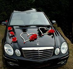 Wedding Car Decoration Ideas With Love Sign And Red Flowers - Wedding Card Wordings, Wedding Cards, Wedding Parties, Just Married Car, Wedding Car Decorations, Wedding Designs, Marie, Photos, Beautiful