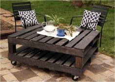 wood-pallets-coffee-table-1