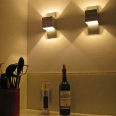 Aplique de pared AMY en aluminio - ¡Guau qué cocina! Esto sí que es darle un toque cálido a su hogar! Preciosos juegos de luz.