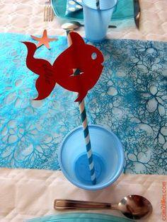 Transformez de jolies pailles rétro en marque-place original ! Pour un anniversaire sur le thème de Némo, imprimez ces jolis poissons oranges !