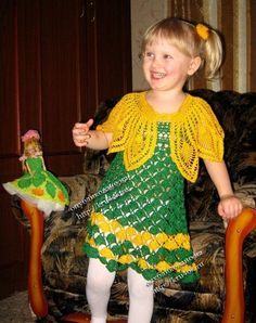 Yellow and green dress with a cape with diagrams, click to enlarge diagram. Use web translator to translate instructions.