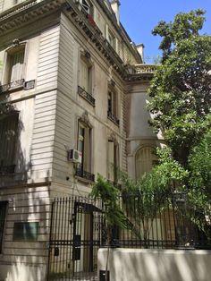Petit hôtel en la calle Montevideo y Vicente López. Recoleta, Buenos Aires. (foto LBV)