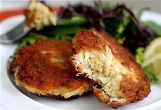Maryland Crab Cakes (no bread or breadcrumbs included in recipe. Great for clean eating)