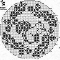 Kira scheme crochet: Three tablecloth with squirrels