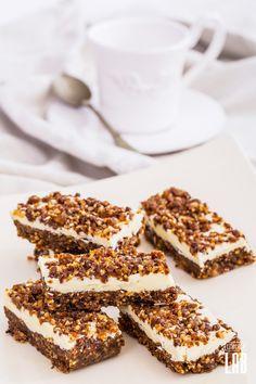 Paleo White-Chocolate Granola Bar Low Carb Desserts, Easy Desserts, Low Carb Recipes, Delicious Desserts, Paleo Recipes, Granola Cereal, Granola Bars, Chocolate Granola, White Chocolate