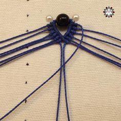 Tutorial: Blue step beaded earring – Macramotiv Macrame Earrings, Macrame Tutorial, Knots, Diy Kid Jewelry, Necklaces, Earrings, Tying Knots