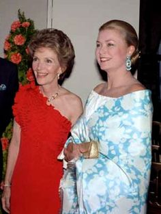 First Lady Nancy Reagan with Princess Grace Kelly of Monaco Princesa Grace Kelly, Princesa Diana, Kelly Monaco, Nancy Reagan, Ronald Reagan, Camille Gottlieb, Patricia Kelly, Grace Kelly Style, Jacqueline Kennedy Onassis