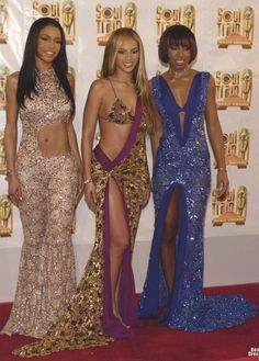 There are lots of times when Kelly Rowland looked absolutely flawless on the red carpet, but Beyonce got all of the credit. Look Fashion, 90s Fashion, Runway Fashion, Fashion Outfits, Hip Hop Fashion, Womens Fashion, Destiny's Child, Style Beyonce, Style Année 90