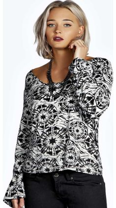 boohoo Natalie Tonal Print Square Neck Swing Top - Make your top pop this season with sporty, baseball-style basic tees in quilted finishes with ribbed, stripe trims. Crew necks come in block colours, crop tops with mesh inserts and long sleeve jersey http://www.comparestoreprices.co.uk/womens-clothes/boohoo-natalie-tonal-print-square-neck-swing-top-.asp
