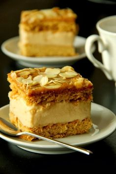 Crispy Biscuits: Fudge on a honey cake- Crispy Biscuits : Krówka na miodowym cieście Crispy Biscuits: Fudge on a honey cake - Sweet Desserts, No Bake Desserts, Sweet Recipes, Delicious Desserts, Pastry Recipes, Baking Recipes, Cake Recipes, Dessert Recipes, Sweets Cake