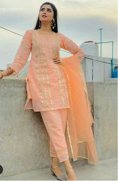Simple Pakistani Dresses, Pakistani Bridal Dresses, Pakistani Dress Design, Pakistani Outfits, Fancy Dress Design, Stylish Dress Designs, Stylish Dresses For Girls, Elegant Designs, Kurta Designs