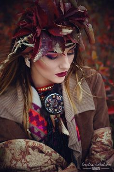 Make-up: www.facebook.com/joanna.manicka.makeup Photo: Emilia Sokalska Model: Kasia Brzeczko #makeup #autumn #leaves #photo #makeupartist