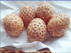 Easter eggs Emu Egg, Valintines Day, Egg Shell Art, Diy And Crafts, Arts And Crafts, Easter Egg Pattern, Egg Tree, Egg Shape, Egg Decorating
