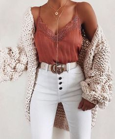 schöne Sommeroutfits - Kleidung ideen - Fash' ☂️ - 30 beautiful summer outfits Find the most beautiful outfits for your summer look. The post 30 beautiful summer outfits appeared first on clothing ideas. Fashion Mode, Look Fashion, Womens Fashion, Fashion Fall, Fashion Brands, Girl Fashion, 20s Fashion, Friends Fashion, Fashion Pics