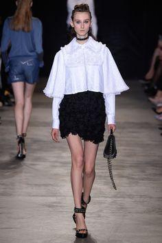 Andrew Gn Spring 2017 Ready-to-Wear Fashion Show - Klementyna Dmowska (Next)